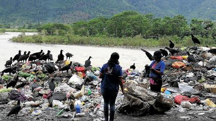 Botadero de basura contamina el río Huallaga en Tingo María