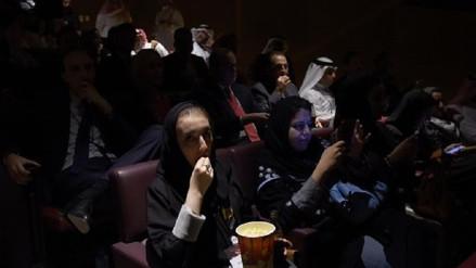 Arabia Saudita asistió a su primera proyección de cine tras 35 años de censura