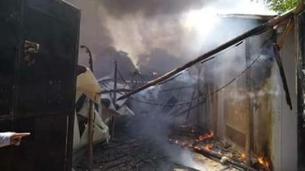 Incendio reduce a cenizas cuatro aulas prefabricadas de un colegio en Piura