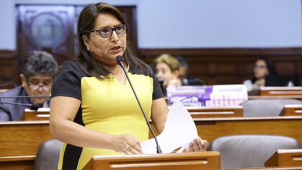Congresista fujimorista Betty Ananculi es acusada de falsificar estudios