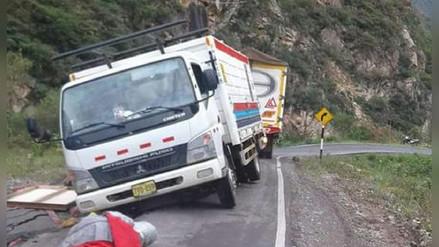 Pobladores que denuncian deficiencia en obra vial acatan paro en la sierra