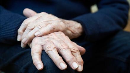 Investigadores chilenos crean dispositivo para eliminar temblores asociados al Mal de Parkinson