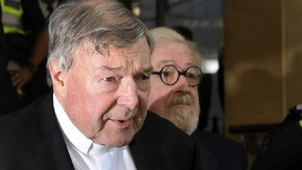 Cardenal de Australia será juzgado por presuntos casos de pederastia