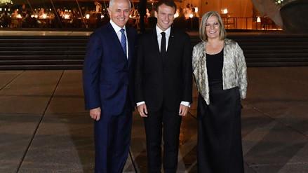 """Macron cometió un error y le dijo """"deliciosa"""" a la esposa del primer ministro de Australia"""