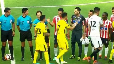 Carlos Tévez rechazó el saludo a Teo Gutiérrez en la Copa Libertadores