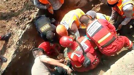 Rescatan a obrero que quedó sepultado en zanja en Trujillo