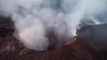 Autoridades ordenan evacuaciones en Hawái por erupción del volcán Kilauea