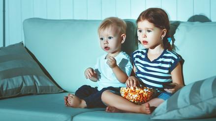 Los padres pueden minimizar el impacto de la publicidad de alimentos chatarra dirigida a niños