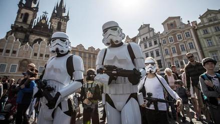 Cientos de fanáticos de Star Wars marcharon por las calles de Praga