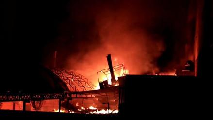 Un incendio consumió una pollería ubicada en la casona Pancho Fierro