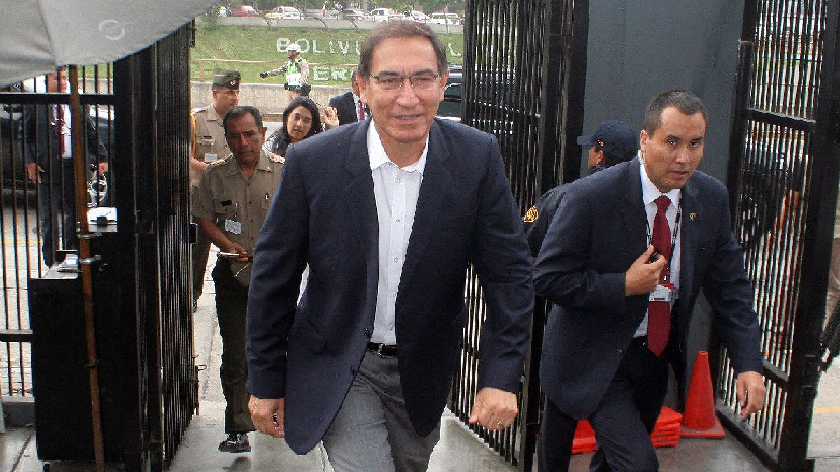Vizcarra aseguró que buscará reunirse con todos los líderes políticos