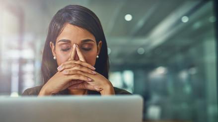 Cinco ejercicios de relajación para combatir el estrés laboral