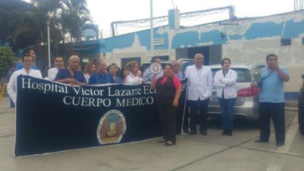 Médicos de EsSalud exigen no remover a especialistas de Hospital Víctor Lazarte