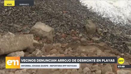 Vecinos de Barranco denunciaron el arrojo de desmonte en la playa Las Cascadas