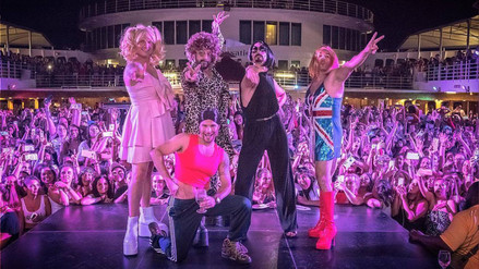 Los Backstreet Boys se disfrazaron de las Spice Girls en un crucero