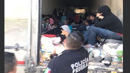 La Policía de México rescató a 100 centroamericanos hacinados en un camión frigorífico