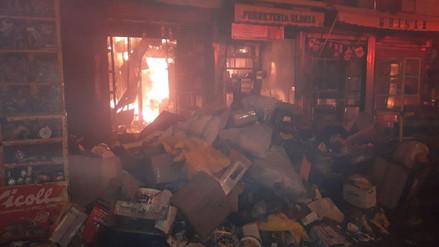 Un incendio consumió cientos de puestos del Mercado 'Monumental' en Puente Piedra