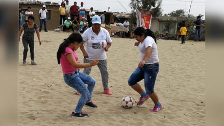 Madres trujillanas celebran su día jugando torneo de fulbito en los arenales