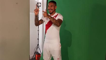 Paolo Guerrero se tomó la foto protocolar para el Mundial de Rusia 2018