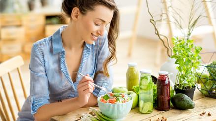 Diez alimentos que toda mujer debe incluir en su dieta diaria