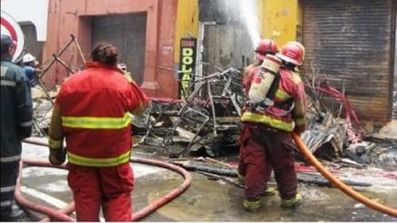 Cien voluntarios se preparan en Escuela de Bomberos en Trujillo