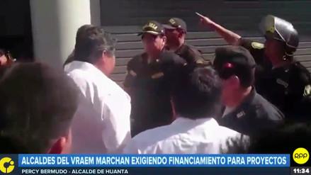 Alcaldes del Vraem fueron intervenidos por intentar encadenarse en la Plaza Mayor de Lima