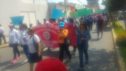 Con marcha, afiliados a la CGTP exigen solución a problemática regional