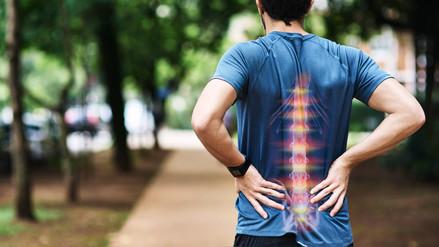 Espondilitis anquilosante, el dolor intenso en la columna que puede confundirse con lumbalgia