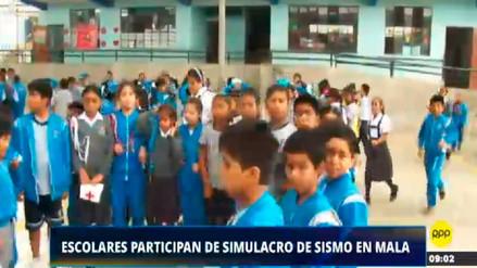 Escolares de Mala participan de simulacro tras sismo ocurrido esta mañana