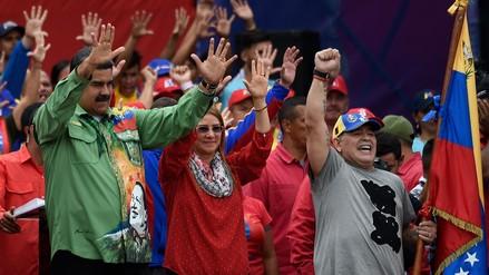 """Nicolás Maduro cerró su campaña acompañado de Maradona como su """"soldado"""""""
