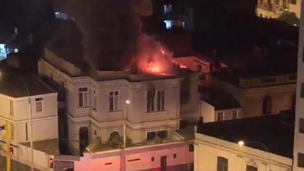 Bomberos controlan incendio en una casona de la avenida Guzmán Blanco