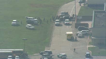 Autoridades reportaron diez muertos tras tiroteo en secundaria de Texas