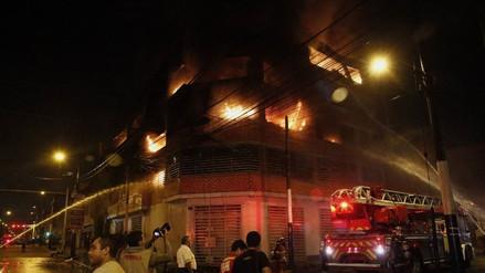 Dos hermanos confesaron que provocaron incendio de galería en el Rímac