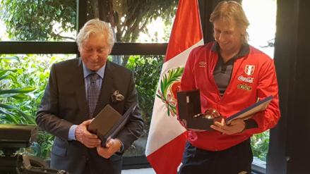 Ricardo Gareca recibió el reconocimiento de la Embajada Argentina en Perú