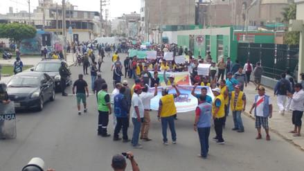 Mototaxistas marchan por ordenanza que los retira del centro de Chiclayo