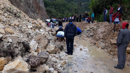Amazonas: Deslizamiento de lodo y piedras bloquea la carretera Fernando Belaúnde Terry