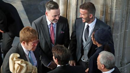 Elton John y su inesperado beso con David Beckham en la boda real [VIDEO]