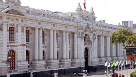 García Belaunde denuncia que ejemplares históricos de la Constitución desaparecieron del archivo del Congreso
