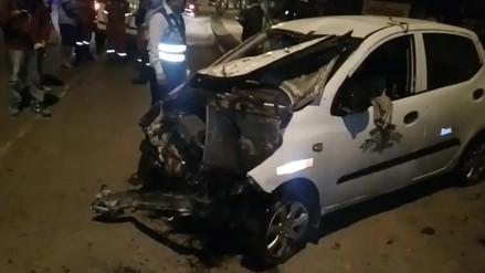 Vehículo colisiona contra vivienda y deja dos heridos