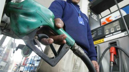 Sube precio de combustibles y petróleo alcanza su mayor nivel desde 2014