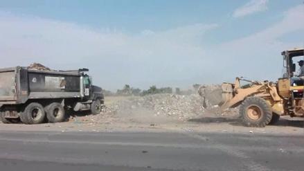 Sancionarán a obreros que arrojaron basura en la carretera Chiclayo – Ferreñafe