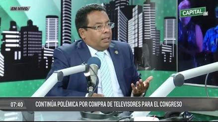 César Segura dijo que necesita un nuevo televisor e incluso pidió una cafetera