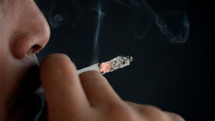 Un estudio revela que fumar tabaco daña los músculos de las piernas