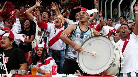 Los hinchas peruanos manifiestan síntomas de amor romántico por la Blanquirroja