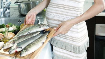 Pescado en el embarazo: mitos y verdades del consumo de este alimento en la gestación