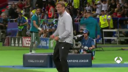 La cómica reacción de Jürgen Klopp tras el gol anulado a Karim Benzema