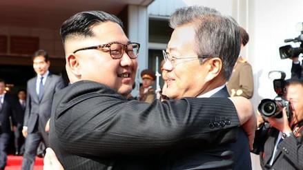 Kim Jong-un y Moon Jae-in se reunieron por sorpresa para hablar de la cumbre con Trump
