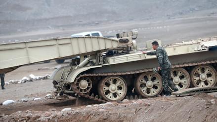 Fotos y Video | El Ejército presentó tanque lanzapuentes para atender emergencias
