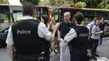 Un hombre apuñaló a dos policías, robó sus armas y mató a un civil en Bélgica
