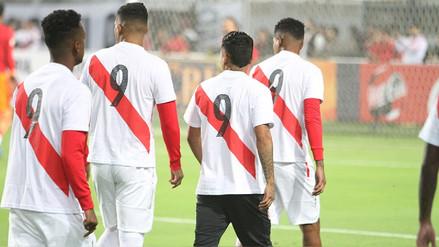 Jugadores de la Selección Peruana entrenaron luciendo la '9' de Paolo Guerrero